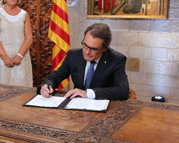 Artur Mas se aparta para salvar el proceso independentista catalán