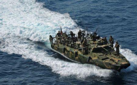 Dos embarcaciones de la US Navy detenidas por Irán