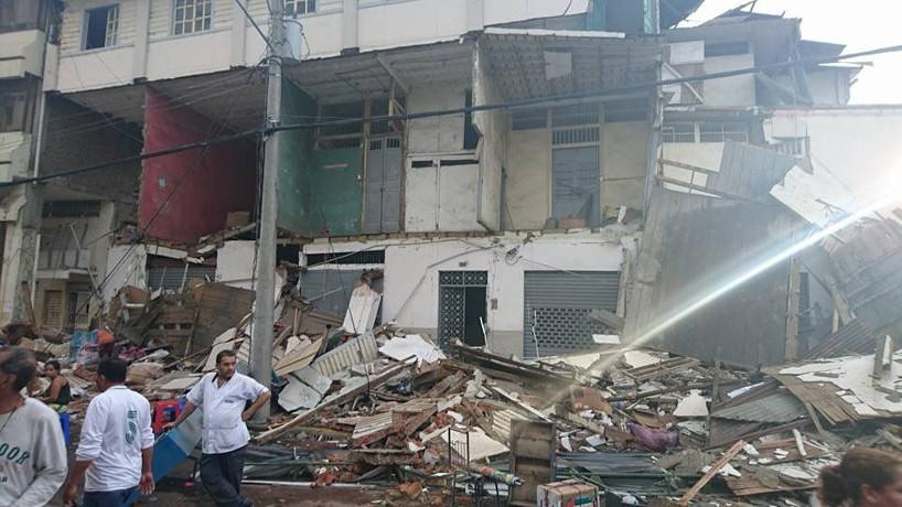 2016-04-17 Ecuador eleva la cifra de fallecidos tras el terremoto de magnitud 7,8