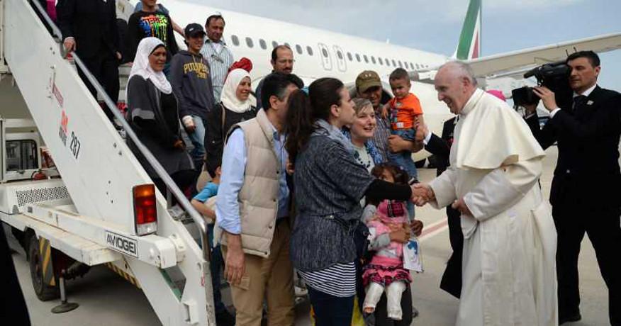 2016-04-17 El Papa da asilo en el Vaticano a 12 refugiados sirios