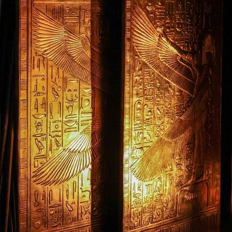 2016-05-31 Tutankamón enterrado con una daga hecha de mineral extraterrestre