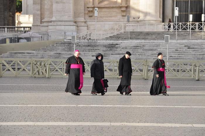 2016-06-05 Los obispos que oculten casos de abusos sexuales serán expulsados