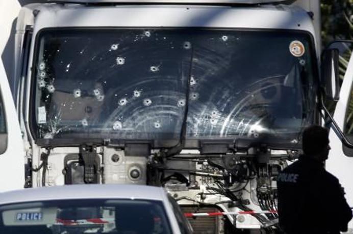 2016-07-15 Francia sufre un nuevo atentado terrorista en el día de su fiesta nacional