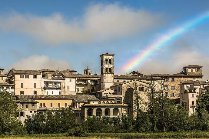 Tras su derrumbe, investigan en Italia edificios reforzados contra terremotos