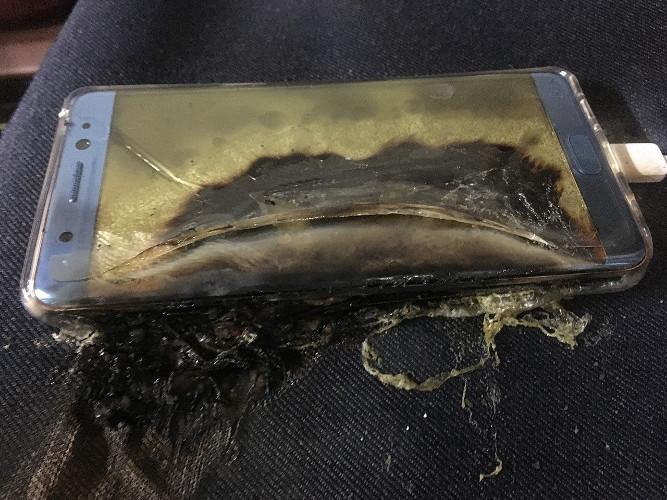 Samsung pide a todos los dueños de un Note 7 que dejen de utilizarlo